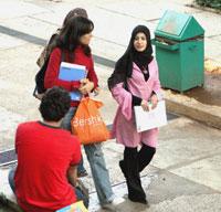 طلاب داخل حرم الجامعة اللبنانية الأميركية (أرشيف ـ مروان طحطح)