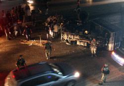 انقلاب شاحنة وسط الطريق (أرشيف ــ هيثم الموسوي)
