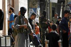 مسلحون في أحد المخيمات الفلسطينية (أرشيف ــ خالد الغربي)