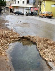 إحدى الطرقات الداخلية في بعلبك (الأخبار)