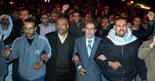 قيادات الاخوان المسلمين حاضرة في تظاهرة الاحتجاج في القاهرة (محمد أبو زيد - أ ب)