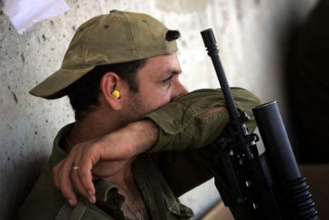 الحرب كشفت أن سطوة الجيش الإسرائيلي لا تعدو كونها انتفاخ أجوف (دافيد فورست - أ ف ب)