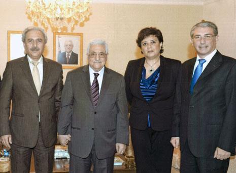 """عباس يستقبل وفد """"تيار بناء الدولة"""" (لؤي حسين ومنى غانم) بحضور نضال السبع"""