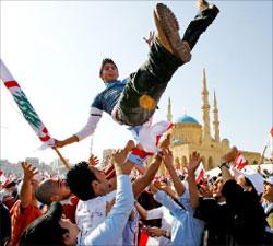 مشاركة شبابية في التشييع (أرشيف - مروان طحطح)