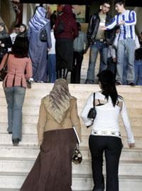 الطلاب على درج كلية العلوم (أرشيف ــ بلال جاويش)