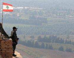 جندي لبناني في مارون الراس يراقب الحدود(بلال جاويش)