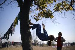 طفلتان سوريتان في مدينة صوفيا في بلغاريا (أ ف ب)