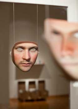 يسعى آدم هارفي إلى إثقال الخوارزميات بكمية كبيرة من الوجوه لإبعاد الرؤية الحاسوبية عن وجوه الأشخاص