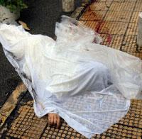 لم تُحرّك الجثّة من مكانها، بقيت على الأرض لنحو ثلاث ساعات (هيثم الموسوي)