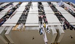 البعض يقرأ ملفات السجناء فيجد أن هناك بعض الأبرياء (هيثم موسوي)