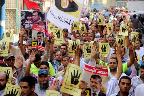 الاسلاميون ما زالوا في حالة صدمة في مصر وهم في حالة تراجع دفاعي تنظيمياً وسياسياً (الأناضول)