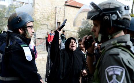 جعل وجود النفط وخلق دولة إسرائيل من المشرق العربي ساحة تدخّل دائم (الأناضول)