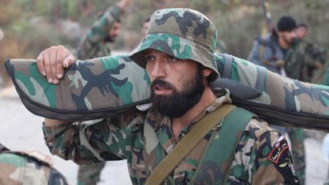 الدخان الكثيف المنبعث من شدّة القصف يرفع معنويات الجنود السوريين (الأخبار)