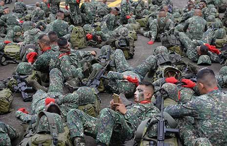 خاضت القوات الفيلبينية مواجهات شرسة مع مجموعات «داعش» في مدينة ماراوي (أ ف ب)