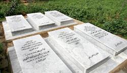 قبور الشهداء على رصيف مستديرة شاتيلا (مروان بو حيدر)