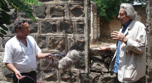 محمد ملص و لوران  بيار أثناء تصوير الشريط: «الآن تراودني فكرة أنّ العدو يدمّر المدينة والسينما تعيد بناءها»