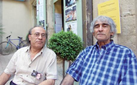 مع الراحل سركون بولص خلال إحدى دورات  «مهرجان لوديف» الشعري