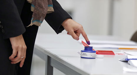 صوت التونسيون في الخارج أمس للانتخابات التشريعية(أ ف ب)