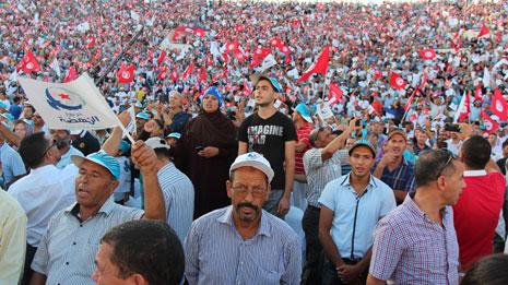 اتسمت ردود «النهضة» على اعتداءات المجموعات السلفية بالبرودة(الأناضول)
