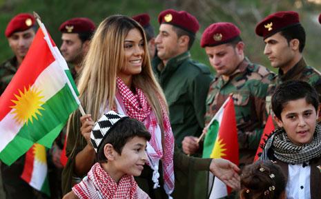 """احتفالات في كردستان أمس بـ """"يوم علم كوردستان"""" (أ ف ب)"""