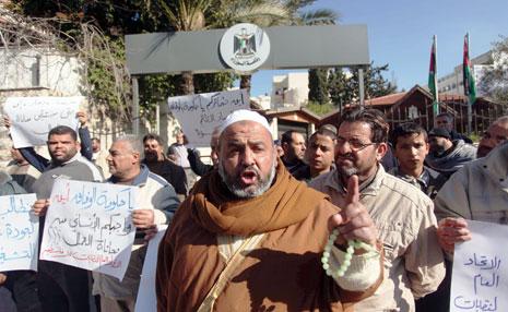 يرى الغزيون في الفوضى الأمنية خطرا داهماً أكثر من أي حرب إسرائيلية (آي بي ايه)