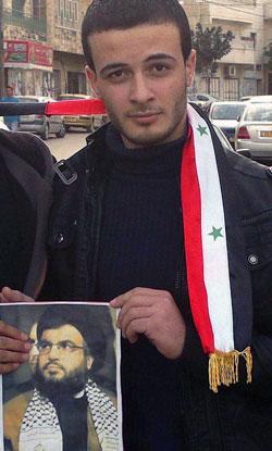 الشهيد ضياء التلاحمة خلال إحدى مسيرات التضامن مع مخيم اليرموك في الخليل (الأخبار)