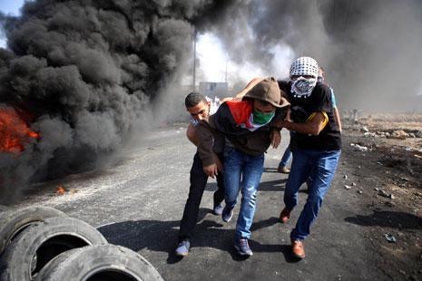 برغم التلاحم المناطقي الفلسطيني، يطلب الجمهور تحركاً أوسع في الضفة (آي بي ايه)