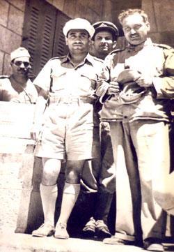 مع البطل أحمد عبدالعزيز قائد الفدائيين في حرب ١٩٤٨