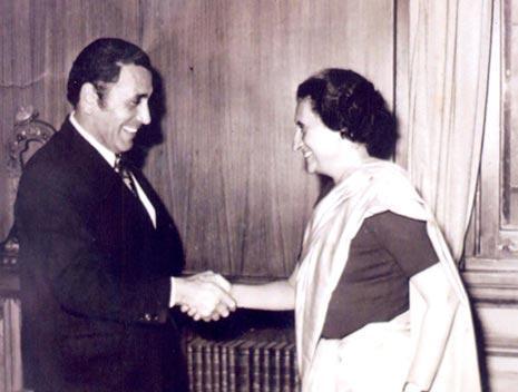 مع أنديرا غاندي