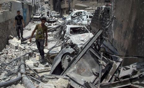 أعلن «التحالف» مسؤوليته عن مقتل 600 مدني، فيما الأرقام تشير إلى أكثر من 4354 (أ ف ب)
