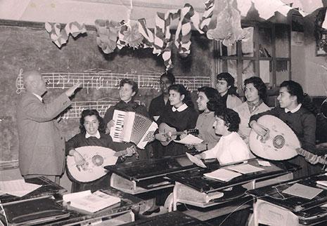 خلال درس موسيقي في إحدى مدارس  مدينة حلب ــ 1958