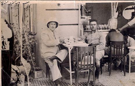في أحد مطاعم باب الفرج في حلب ــ 1938