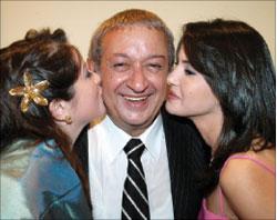 نور بين ابنته مي ودينا فؤاد