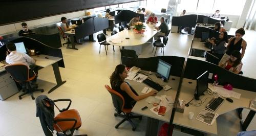 غرفة تحرير الأخبار في OTV (وائل اللادقي)