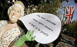أحتجاجات في لندن على زيارة الملك عبد الله (ليون نيل - أ ف ب)