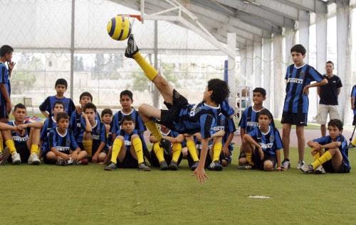 «دابل كيك» من أحد اللاعبين خلال التمارين (محمد علي)