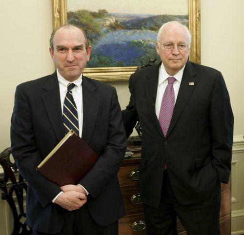 صقرا البيت الأبيض: أبرامز (إلى اليسار) وتشيني (أرشيف - إي بي أي)