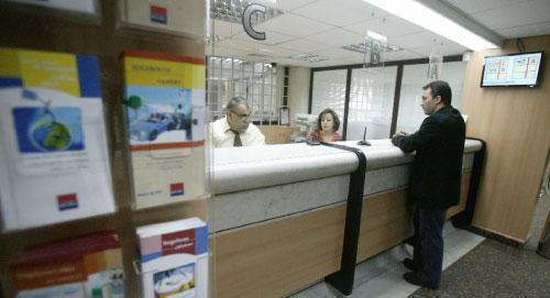 نقابة وسطاء التأمين تعتبر أن المصرف «يحتكر» بيع المنتجات التأمينية (هيثم الموسوي)
