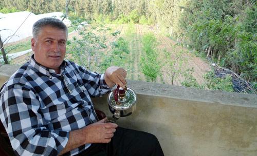 الزراعة العضوية التي التزم بها أبو ربيع حملته من وادي الجاموس إلى إيطاليا حيث شارك في «معرض التذوق» عام 2008 (الأخبار)