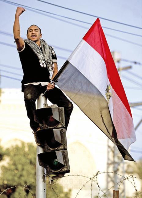ابتهاج أمام القصر الرئاسي في القاهرة (بدرو أوغارت ــ أ ف ب)