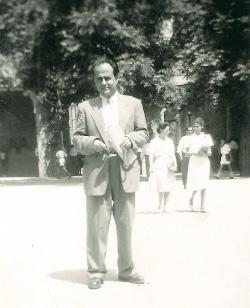 رئيف خوري في الأربعينيات (الصور من ارشيف عائلته الذي فتحته مشكورة لـ «الأخبار»)