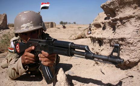 طالبت لجنة الأمن والدفاع في البرلمان العراقي بضرورة تفعيل الجانب الاستخباري(أ ف ب)