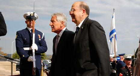 كان وزير الدفاع الأميركي أبرز شخصية قابلها موشيه يعلون خلال زيارته واشنطن (الأخبار)
