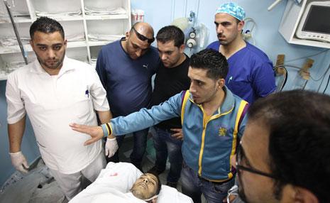 استشهد الشاب عماد جوابرة (21 عاما) يوم أمس بعد إطلاق الاحتلال النار عليه قرب الخليل (أ ف ب)