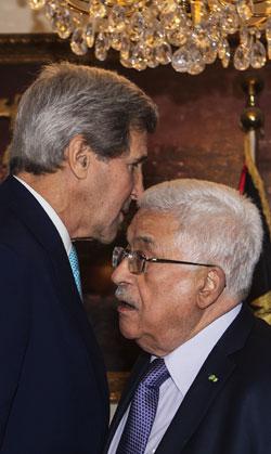 التقى محمود عباس بصورة منفصلة جون كيري بعيدا عن اللقاء الثلاثي الذي ضم نتنياهو وملك الأردن والوزير الأميركي (أ ف ب)
