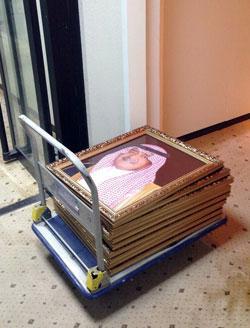 عملية جمع واستبدال صور محمد ابن سلمان بصور مقرن في الدوائر الرسمية السعودية(الأخبار)