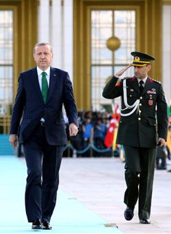 اتهم أردوغان الأحزاب المعارضة بأنها لا تعمل من أجل خدمة الشعب التركي (الأناضول)