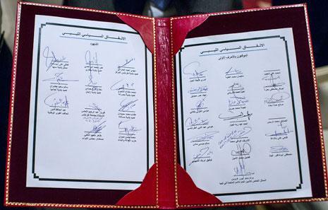 صورة نشرتها بعثة الأمم المتحدة للدعم في ليبيا لصفحتَي التواقيع على الاتفاق السياسي بالأحرف الأولى (الأخبار)