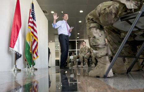 التقى كارتر مع جنود «التحالف» في أربيل (أ ف ب)