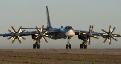«قاذفة توبوليف-95 تتهيأ للإقلاع»